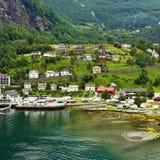 Landelijke huizen in Geiranger, Noorwegen Stock Afbeelding