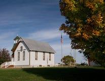 Landelijke kerk en dalingskleur Royalty-vrije Stock Foto's