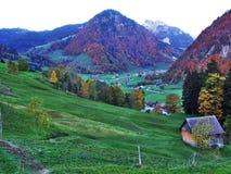 Landelijke Landbouwbedrijven en de Traditionele Architectuur van Alt St Johann in Thur-Riviervallei royalty-vrije stock fotografie