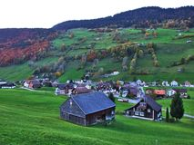 Landelijke Landbouwbedrijven en de Traditionele Architectuur van Alt St Johann in Thur-Riviervallei royalty-vrije stock afbeelding