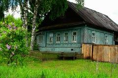 Landelijke landschappen, Rusland, de zomer Huis in het dorp Stock Afbeelding