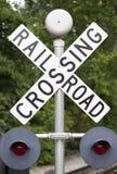 Landelijke spoorweg die teken met lampen kruist Royalty-vrije Stock Fotografie