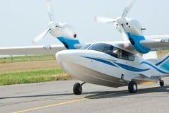 Landend klein watervliegtuig stock foto's