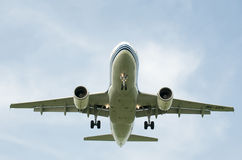 Landend lijnvliegtuig stock fotografie