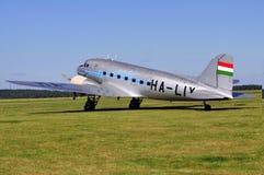 Landend oud lijnvliegtuig stock fotografie