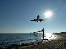 Landende vliegtuigen Stock Foto's