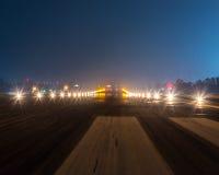 Landescheinwerfer an der Nachtnahaufnahme Stockfotografie