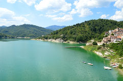 Landet av Fiumata på sjön Salto i Abruzzo - Italien 34 Royaltyfri Bild