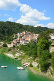 Landet av Fiumata på sjön Salto i Abruzzo - Italien 37 Arkivfoto