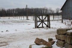 Landforderung durchgesetzt im Schnee Lizenzfreie Stockfotos