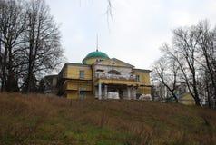 Landgoed van het Stroganov het 'huis in het Brattsevsky-park royalty-vrije stock foto