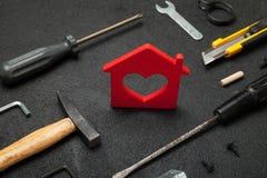 Landgoedhulpmiddelen, huisreparatie Het concept van de manusje van allesvernieuwing royalty-vrije stock foto's