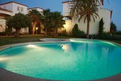 Landhäuser mit Swimmingpool Stockbild