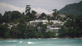 Landhaus auf dem Ufer stock video footage