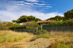 Landhaus auf der Küste von Toskana lizenzfreie stockbilder