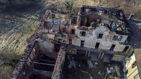 Landhaus der europäischen Art des 18. Jahrhunderts nach dem Feuer, das gebrannt hat Lizenzfreie Stockfotografie