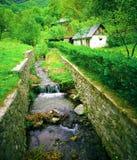 Landhaus in der Natur Stockbild