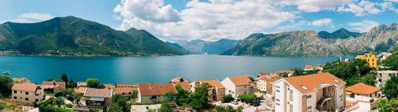 Landhaus durch das Meer in Montenegro Lizenzfreie Stockfotos