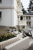 Landhaus mit Garten Lizenzfreies Stockfoto