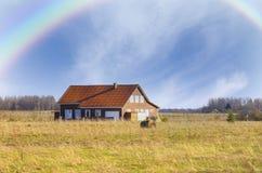 Landhaus nach dem Regen Stockfotografie