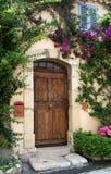 Landhaus-Tür, Frankreich Stockfotografie