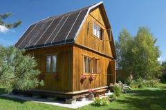 Landhaus und Rasen Lizenzfreies Stockfoto