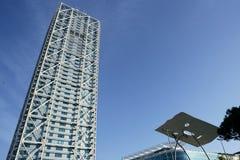Landhausgebäudewolkenkratzer Barcelona-Olimpic Lizenzfreie Stockfotos