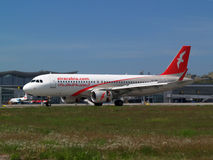 Landing Air Arabia Airbus A320-214 aircraft Stock Photos