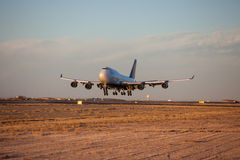 Landing 747-400 Royalty Free Stock Photo