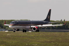 Landing Royal Jordanian Embraer ERJ-195AR aircraft Stock Photos
