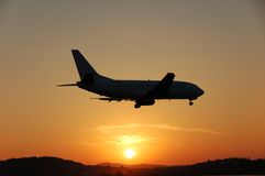 Landing in the sunset. Airplane silhoutte landing in front of fabulous sunset Royalty Free Stock Images