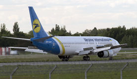 Landing Ukraine International Airlines Boeing 737-400 aircraft Stock Photography