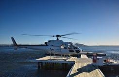 Landing vertoleta.Helicopter.Ozero Rotorua.Novaya Zealand. Stock Photo