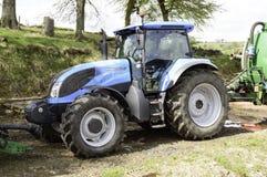 Landini-Traktor auf einem Bauernhof Lizenzfreies Stockfoto