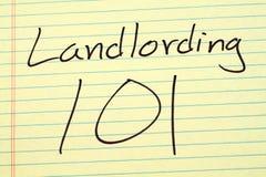 Landlording 101 su un blocco note giallo Fotografie Stock Libere da Diritti