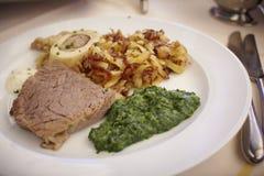 Landmahlzeit des Supperindfleisches, des Knochenmarks und der Kartoffel stockfotografie