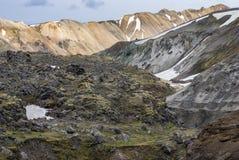 Landmannalaugar färgrika isländska berg Arkivbilder