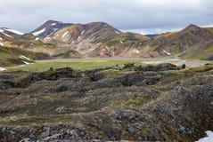 Landmannalaugar färgrika isländska berg Arkivfoton