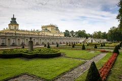 Landmark av den Wilanow slotten och trädgården i Warsaw royaltyfria bilder