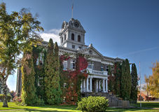 Landmark Crook County Courthouse in Prineville Oregon. Fall leaves turning brilliant colors at the historic Crook County Courthouse in Prineville Stock Images
