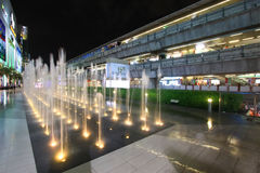Landmark Fountain in front of Siam Paragon shopping mall with BTS skytrain in background Stock Photography