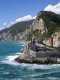 landmark Sts Peter kyrka, Portovenere, Liguria, Italien vertikalt arkivfoto