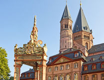 Landmarks of Mainz. Market fountain in front of Mainz Cathedral or St. Martin's Cathedral (Mainzer Dom, Martinsdom), Mainz, Germany Stock Photos