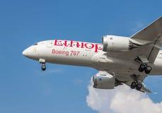 Landning av flygplan Arkivfoton