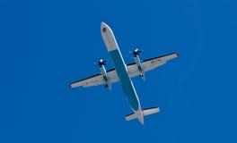 Landning av flygplan i Innsbruck fotografering för bildbyråer