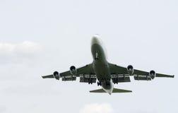 Landning Boeing 747-400 Royaltyfri Fotografi