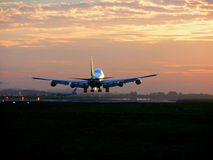 landning för 2 flygplan arkivbilder