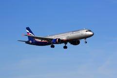 Landning för Aeroflot flygbuss A321 Arkivfoton