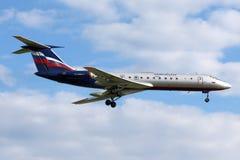 Landning för Aeroflot Tupolev Tu-134 på Sheremetyevo den internationella flygplatsen Arkivbilder