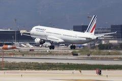 Landning för Air France flygbuss A321 på Barcelona Arkivfoton
